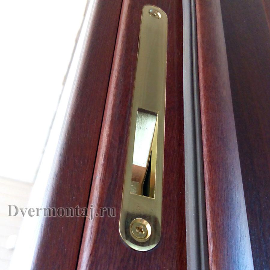 Ответная часть магнитного замка врезается фрезером