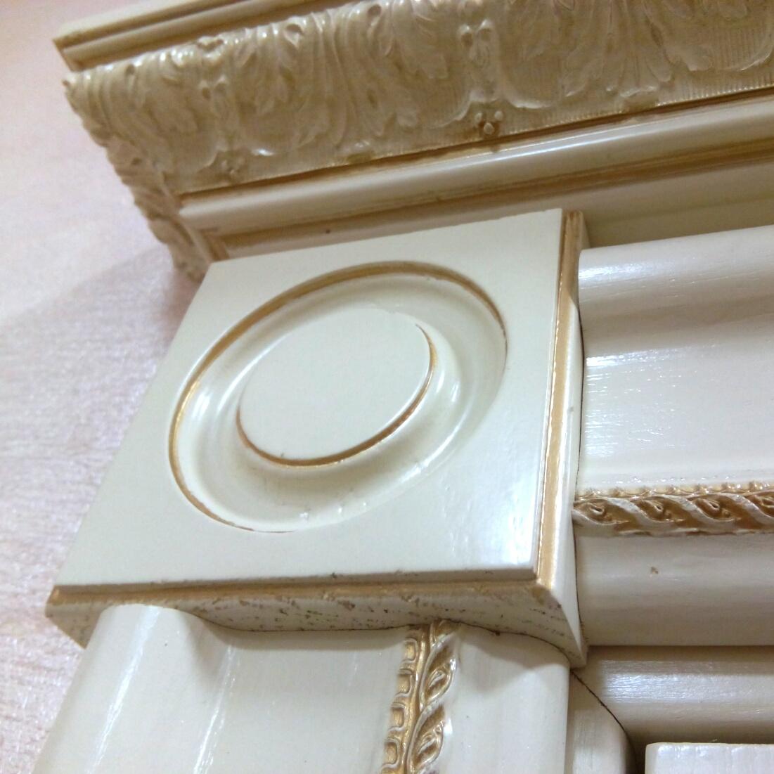 Декоративный элемент дверного наличника