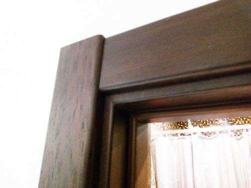 Наличники установлены на дверь Волховец